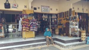 toko souvenir di kompeks Sayang-Sayang Mataram