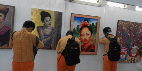 Siswa SLB Serbu Pameran Seni Rupa di Taman Budaya Kota Mataram