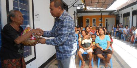 Sambut Nyepi, Suara NTB dan Global FM Lombok Bagi-Bagi Sembako