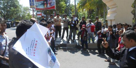 Wartawan Mataram Gelar Aksi Solidaritas, Tuntut Pelaku Penganiayaan Wartawan Diproses