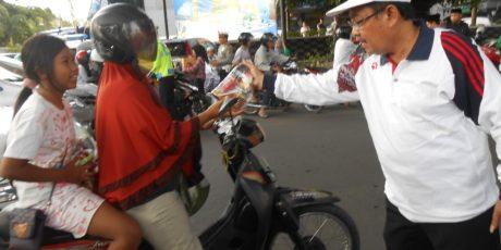Global FM Lombok dan Suara NTB Bagi-Bagi Takjil