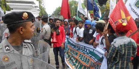 Mahasiswa di Mataram Kembali Demo Tolak Rencana Kenaikan BBM