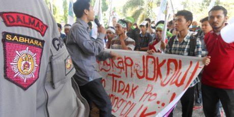 Duduki Gedung DPRD NTB, Mahasiswa Tuntut Penurunan Biaya Kuliah