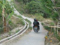 Dekat Dengan Destinasi Wisata,  Ribuan Warga Desa Batu Layar Minim Akses Jalan dan Krisis Air Bersih