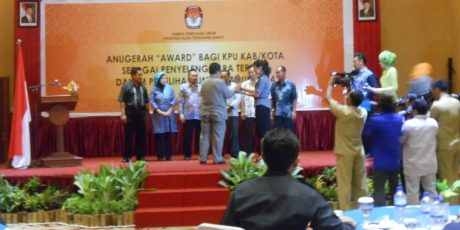 """KPU NTB Tebar """" Award"""" Untuk KPU Kabupaten Kota"""