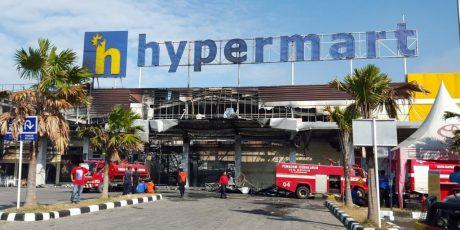 Hypermart Abiantubuh Mataram Hangus Terbakar