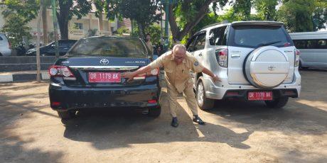 Aneh, Dua Kendaraan Dinas Pemkot Mataram Miliki Nomor Plat Yang Sama