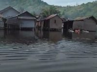 Teluk Kombal Dilanda Banjir Rob