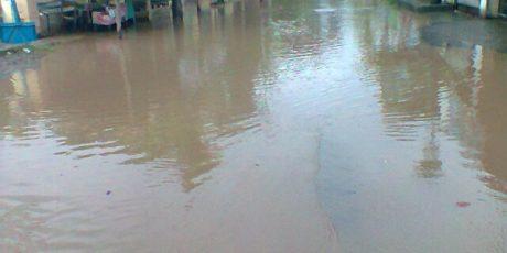 Sejumlah Lingkungan di Kelurahan Karang Pule Terendam banjir