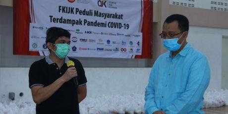 OJK NTB dan FKIJK Kembali Tebar 2000 Paket Sembako untuk Masyarakat Terdampak Covid-19