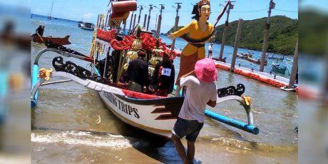 Tradisi Belancaran Masyarakat Pesisir Selatan Lombok Ramaikan Event Bau Nyale