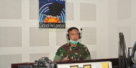Talkshow di Radio Global FM Lombok, Danrem 162/WB Beri Tips Cegah Corona