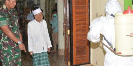 Danrem 162/WB Pimpin Penyemprotan Disinfektan di Ponpes Qomarul Huda