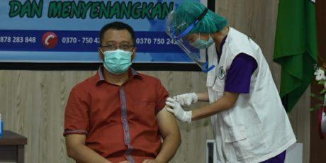 Gubernur, Wagub dan Puluhan Pejabat Ikuti Vaksinasi Tahap Kedua