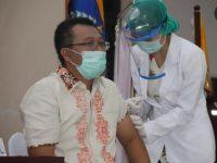 Akui Takut Jarum Suntik, Gubernur : Tapi Saya Lawan Rasa Takut Demi Vaksin Corona