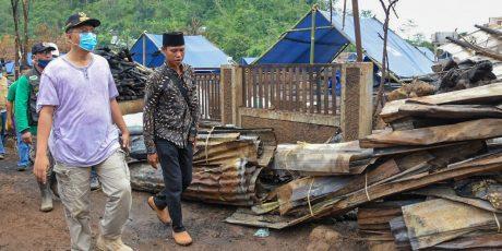 Gubernur Datangi Lokasi Kebakaran di Batu Rotok, Bantuan Perumahan Segera Diupayakan