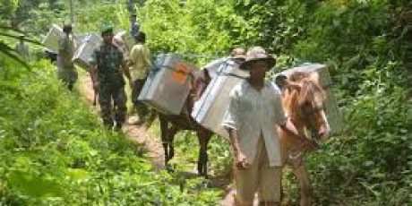 KPU Sumbawa Siapkan Kuda dan Perahu Antar Logistik ke Daerah Terpencil