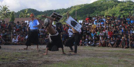 Semarak, Perayaan Tradisi Bau Nyale 2017