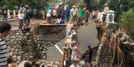 Terisolir, 503 Jiwa Korban Banjir Sambelia Mengungsi