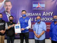 Pilkada Sumbawa, Nur-Salam Resmi Terima SK Dukungan Partai Demokrat