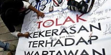 Hari Pers Sedunia, Puluhan Jurnalis Mataram Gelar Aksi Teatrikal
