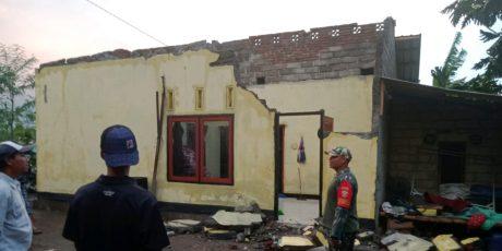 Korban Puting Beliung di Montong Gamang Butuh Logistik dan Terpal