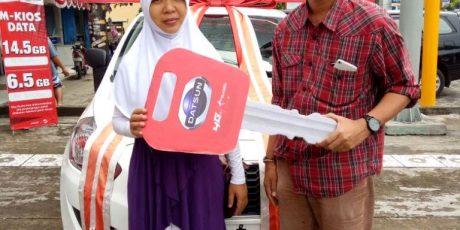 Pelanggan Telkomsel Lombok Raih Kejutan 1 Unit Mobil Datsun Go Panca