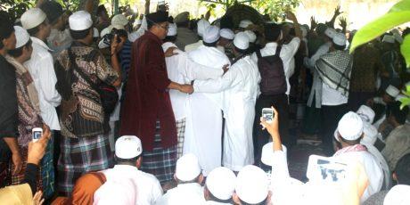 Pemakaman TGH Mustafa Umar Abdul Aziz Diiringi Puluhan Ribu Pengantar