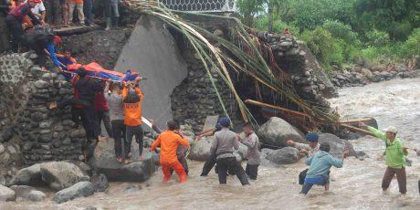 Banjir Sambelia, Seorang Perwira Polisi Tewas Terseret