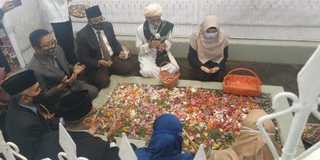 Peringati Hari Pahlawan, Wagub Ziarah di Makam Maulana Syaikh